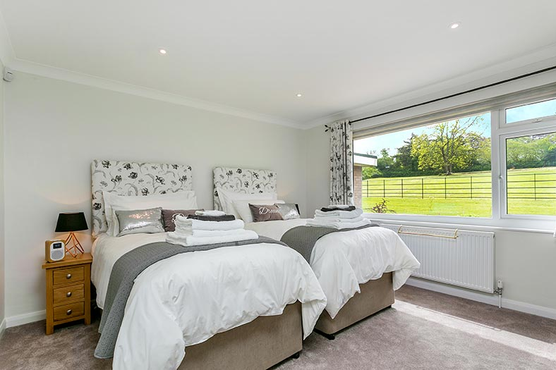 Emperor twin bedroom at Clovehayes holiday cottage in North Tawton, Devon